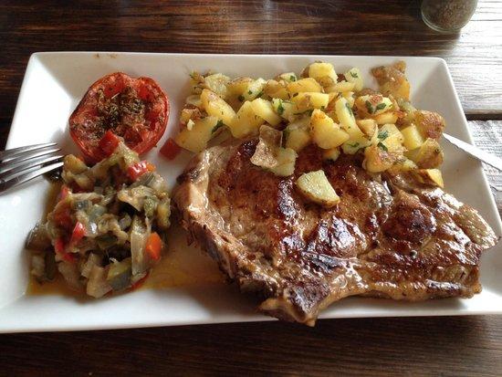 La Bergerie d'Acciola : Côté de veau et ses légumes frais