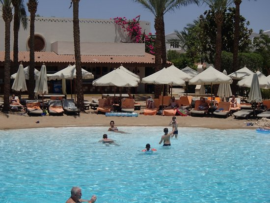 Ghazala Gardens Hotel : Man made beach in the hotel.