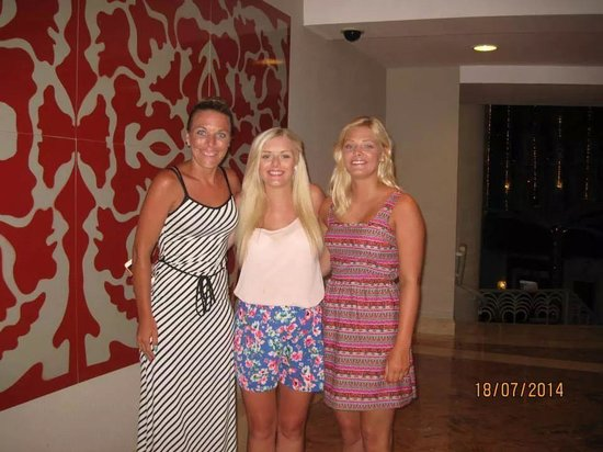 Iberostar Cancun: Outside one off the many eating places