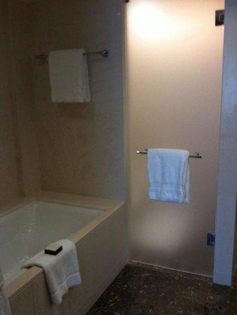 La Quinta Inn Las Vegas Nellis: Very nice bathrooms.