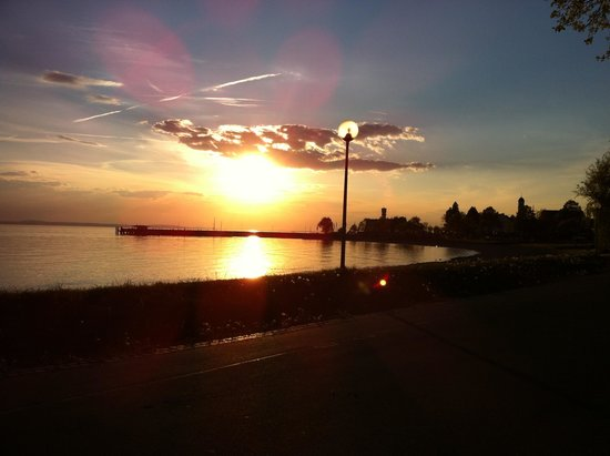 Yachthotel Schattmaier: Sunset at Lake Constance