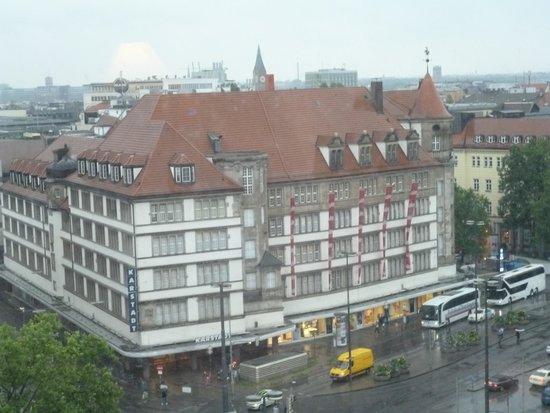 NH Muenchen Deutscher Kaiser : from window - Munich station across road