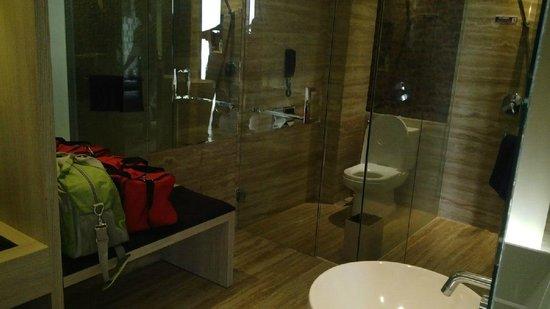 Grand Mega Resort & Spa Bali: Toilet