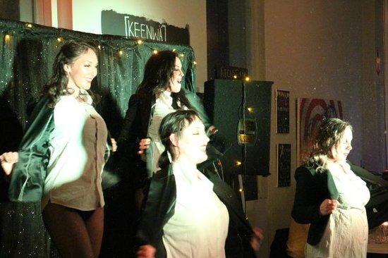 Keenwa: Burlesque show