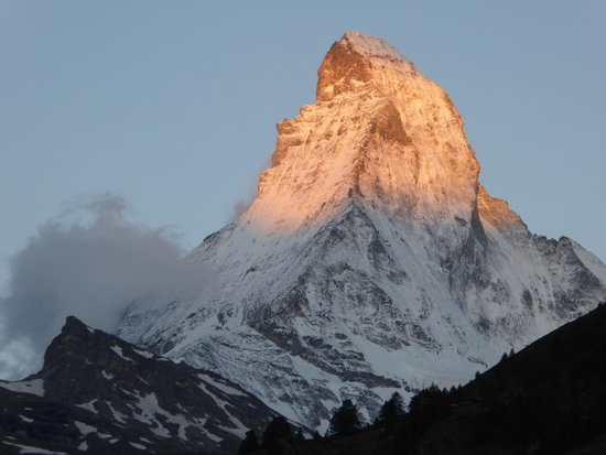 The Matterhorn: 朝焼けのマッターホルン