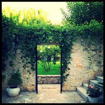 Villa Giardino: Durchgang zum Garten
