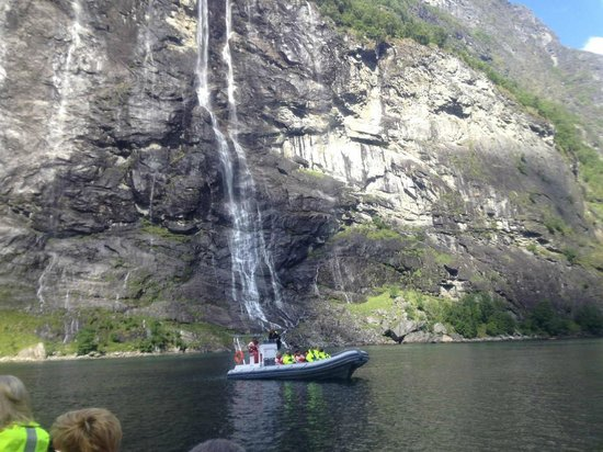 Geiranger Fjord : Get close to the Seven Sisters Falls