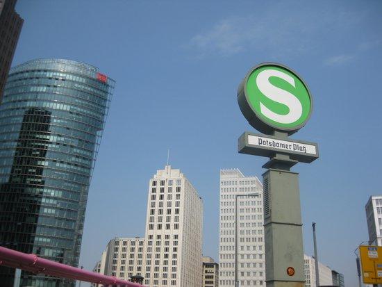 Potsdamer Platz : S-Bahn and Deutsche Bahn