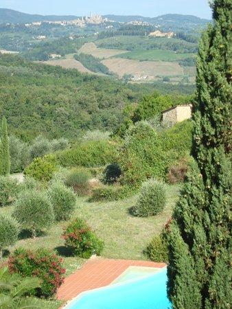 Villa del Pino: Turmzimmer mit Blick auf Pool und San gimignano