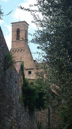 San Gimignano Bell Tower: Église et ruelle San Gimignano