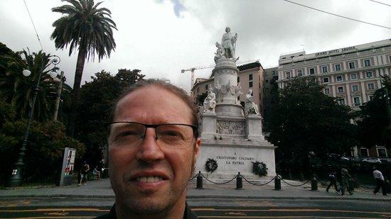 Grand Hotel Savoia : Je suis sur la place devant l'hôtel