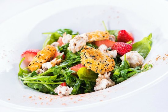 Cellar One at The Ross: Spinach, Strawberry and Goats Cheese Salad