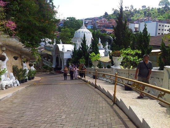 Grand Paradise Hotel Lembang : entrance