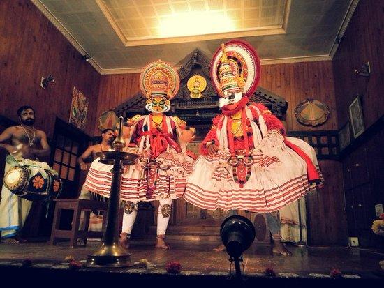 Hotel Arches: Kathakali performance at Kathakali Dance Academy