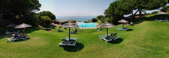 Prainha Clube: Pool by the sea