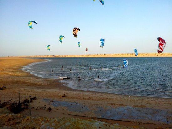 Dakhla Spirit Lagoon Camp : evening kite session
