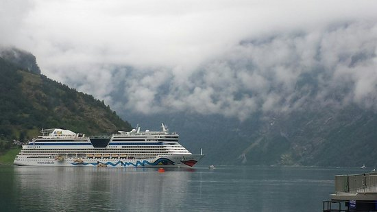 Geiranger Fjord : The clouds are low this morning.