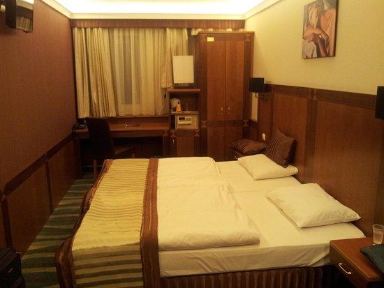 Carlton Hotel Budapest: dormitorio