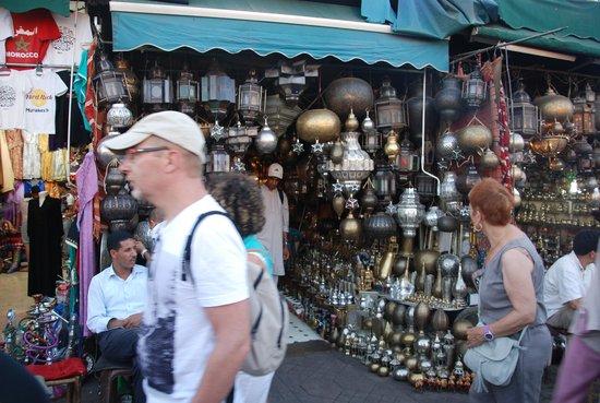 Suq von Marrakesch: Lamp shop
