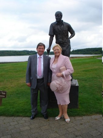 Lough Erne Resort : Nick Faldo statue overlooking the 18th hole