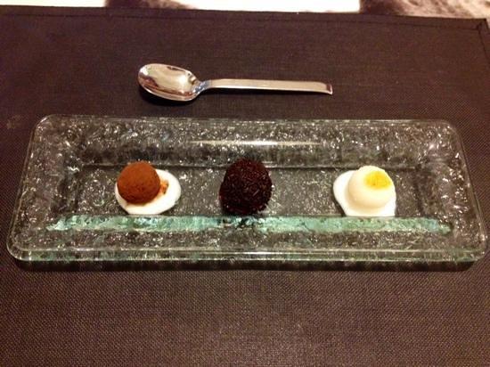Barquet: Trio di praline! l'ultima al cocco e curry.  Divina!