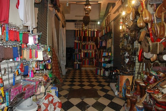 Suq von Marrakesch: Tasslles and Rugs
