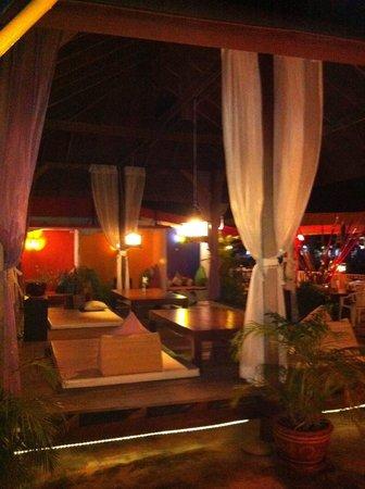 Lareena Resort : ที่นั่งเล่นตอนกลางคืน