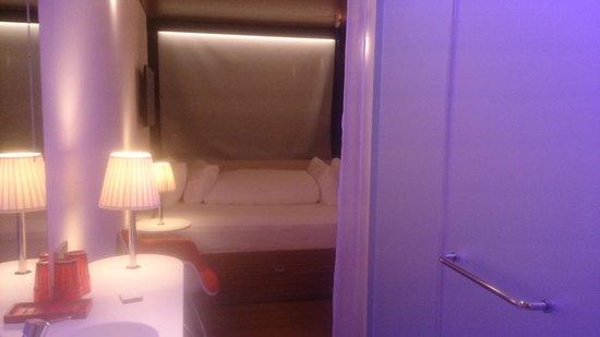 Papier Peint Vintage Chambre Bebe : chambre avec lit King size fotografía de citizenM Paris Charles de