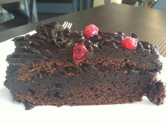 Oblico Cafe: Chocolate cake - very moist!