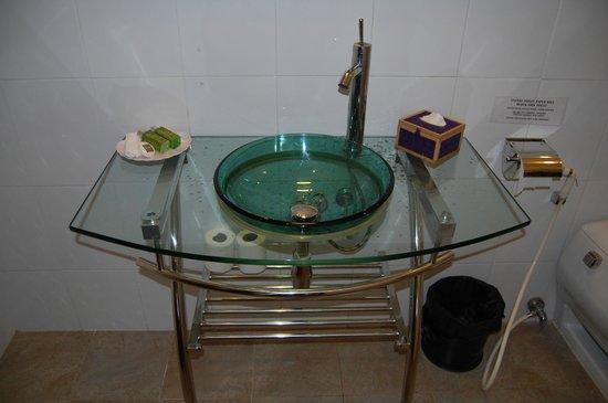 Coolabah Hotel: Waschtisch im Bad