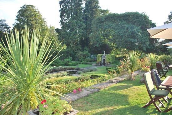 Lewtrenchard Manor: the sunken garden