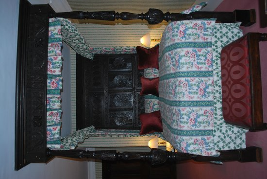 Lewtrenchard Manor: the four poster Milton room