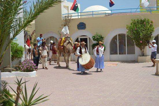 Winzrik Resort & Thalasso Djerba : terrasse de la piscine