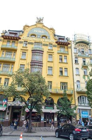 Hotel Meran: Отель Меран справа от Европы