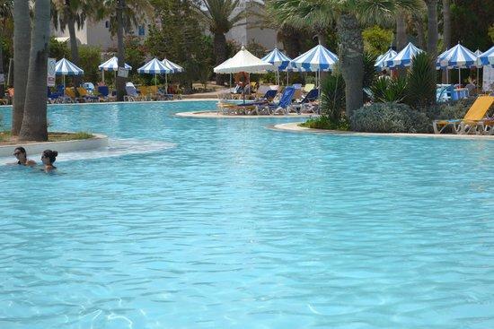 Winzrik Resort & Thalasso Djerba : vue de la piscine