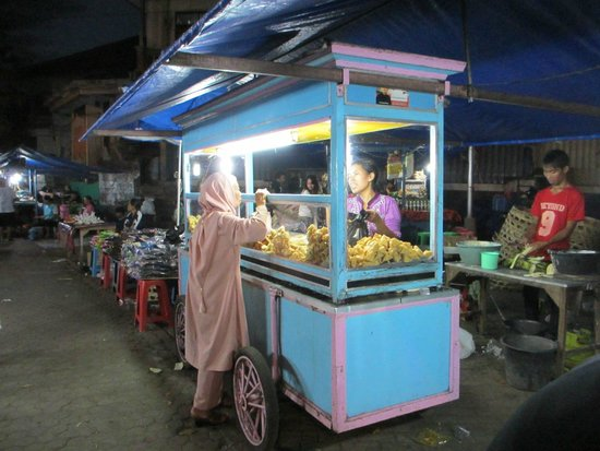 Casa Luna Cooking School: Food stall at Gianyar Night Market