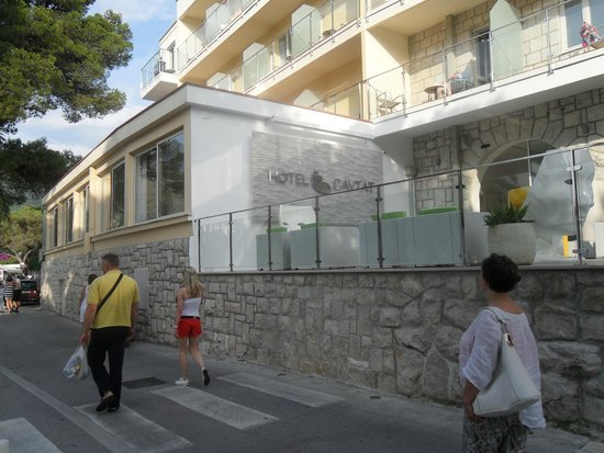 Hotel Cavtat: Lower entrance to hotel
