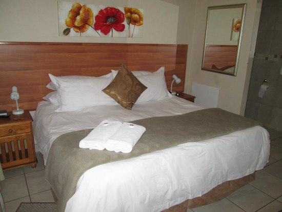 Sunrock Guesthouse: Very comfortable bed with very good quality linen. Good night's sleep, quiet rooms.