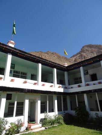 Sakya Abode: Het hotel en omgeving
