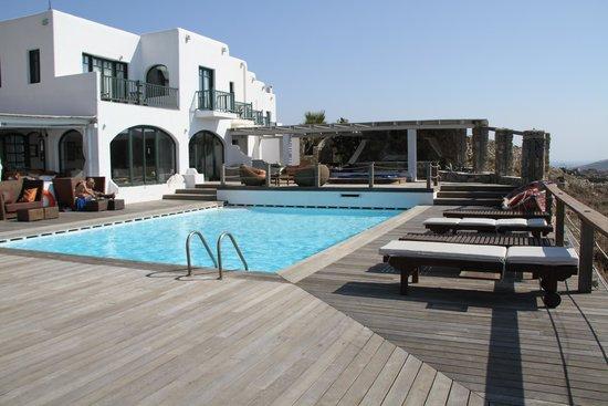 Tharroe of Mykonos Hotel: View from the pool-area