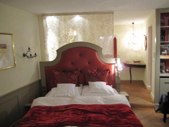 Hotel Heiligenstein : bed in room
