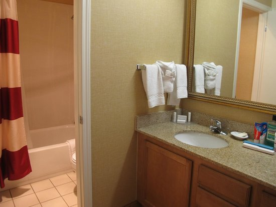 Residence Inn San Francisco Airport/San Mateo: Bath area junior suite 13.21