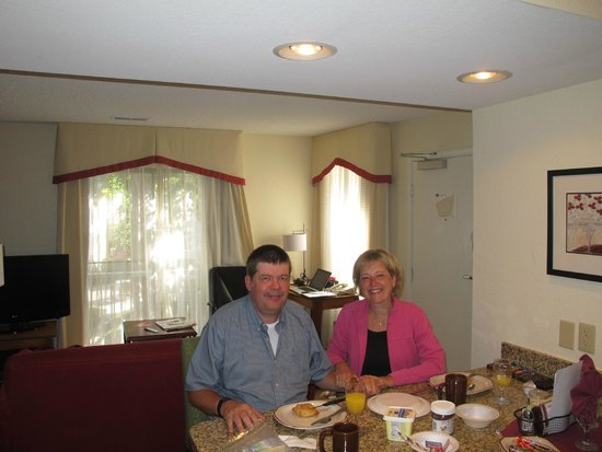 Residence Inn San Francisco Airport/San Mateo: Steven and Edith at breakfast junior suite 13.21