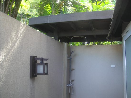 Holiday Inn Resort Phi Phi Island : Outdoor Rain Shower