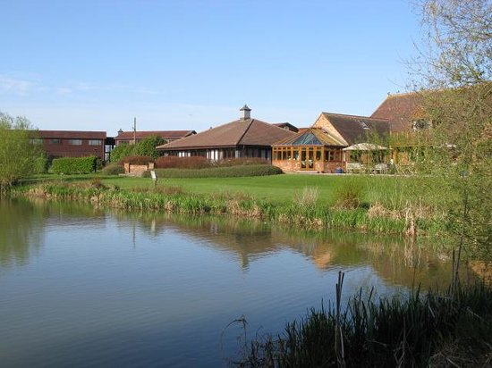Kingfisher Hotel, Golf & Country Club: Lakeside