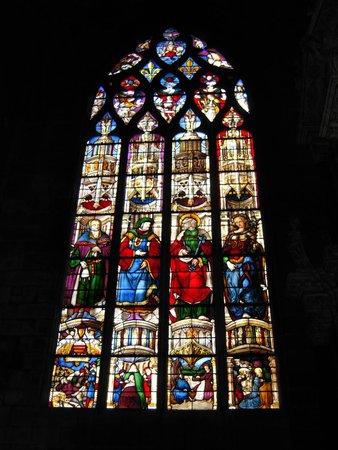 Cathedrale Sainte Marie : Vitrail d'Arnaud de Moles - Chapelle du Saint Cœur de Marie : Noé, Ézéchiel, saint Pierre et la