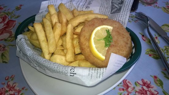 Fish Tram Chips: Fishcake and chips - nom!