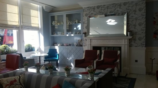 The Ampersand Hotel: Tea room - decor moderne