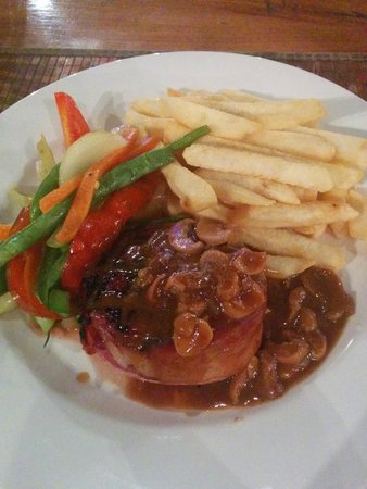 Flaming Bull Steak House: Fillet mignon with mushroom sauce, served with stir-fried veges and chips