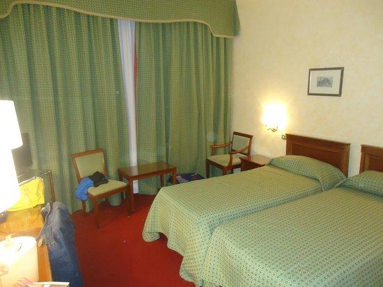 Bettoja Hotel Mediterraneo: dormitorio